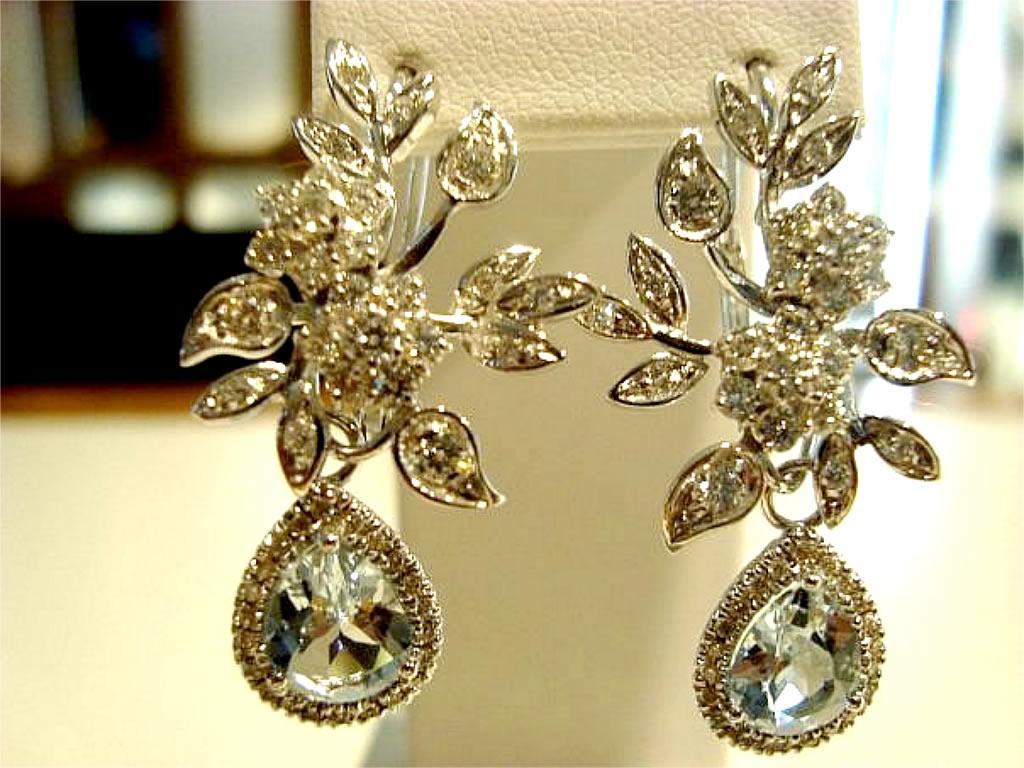 Gioielleria Valdani Gioielli e Orologi - Laboratorio Orafo - orecchini con diamanti incastonati con logo Valdani